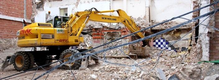 Retro escabadora en el centro de Murcia